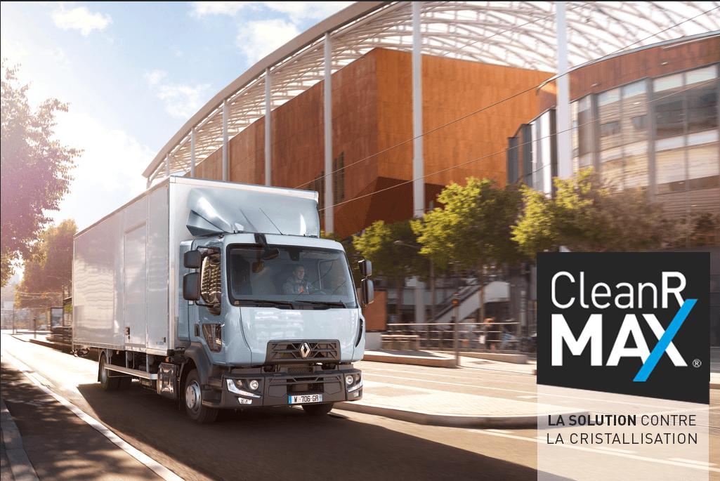 un camion en ville qui roule en CleanR MAX la solution brevetée contre la cristallisation dans les SCR
